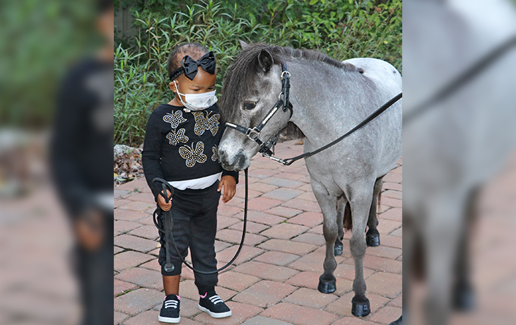 Photo of Adorable Black Girl with Therapy Horse Gets Racist Comments But They're Immediately Shut Down