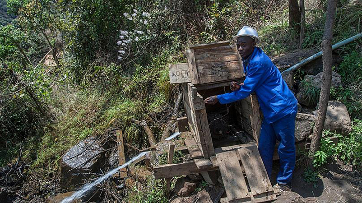 Inventor From Malawi Provides Electricity For His Whole Village Using The River And A Bicycle
